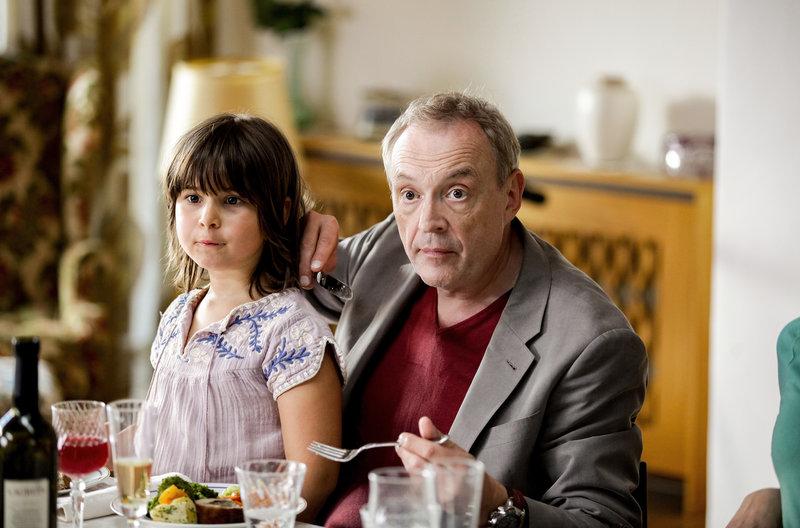 Hubert (Josef Hader) mit seiner Tochter Paula (Miriam Schwarz). – Bild: SWR/ORF/Stefan Haring
