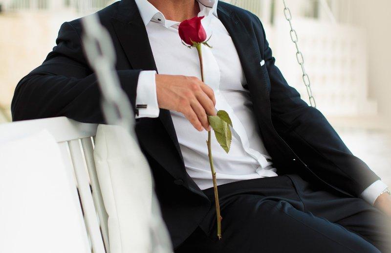 """In der """"Nacht der Rosen"""" muss der Bachelor entscheiden, mit welchen Damen er noch mehr Zeit verbringen möchte: Nur wer von ihm am Ende einer Sendung eine rote Rose erhält und sie auch annimmt, darf bleiben! – Bild: RTL"""