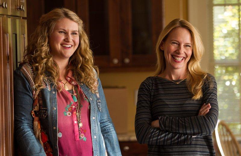 Jillian Bell (Lorraine), Amy Ryan (Gale). – Bild: ORF