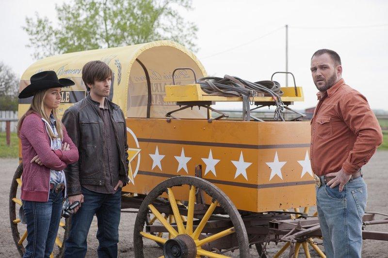 (v.l.n.r.) Amy Fleming (Amber Marshall); Ty Borden (Graham Wardle); Bruce Tatum (Ty Olsson) – Bild: Rescued Horse Season Five Inc. Lizenzbild frei