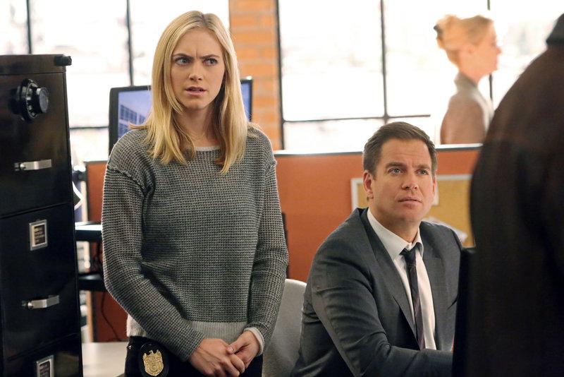 Das Team um Bishop (Emily Wickersham, l.) und Tony (Michael Weatherly, r.) macht sich auf die Suche nach einem Terroristen ... – Bild: Sat.1