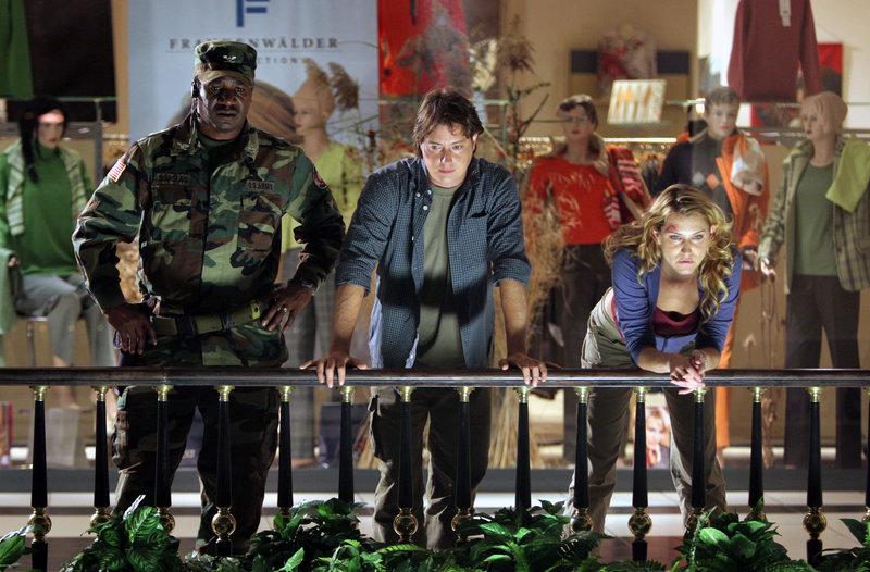 v.l.n.r.: Colonel Douglas (Cleavant Derricks), Harry (Jeremy London) und Rachel (Wendy Carter) müssen versuchen, den erwachten Basilisken wieder zu versteinern. – Bild: c SCI FI Channel