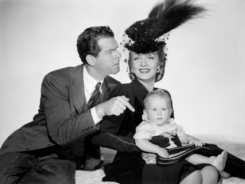 Dr. Corey McBain (Fred MacMurray, l.); Elizabeth Madden (Marlene Dietrich, r.) – Bild: 1942, renewed 1969 Columbia Pictures Industries, Inc. All Rights Reserved. Lizenzbild frei