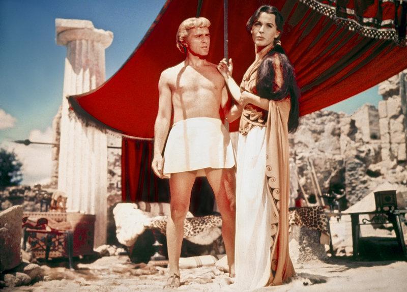 Alexander (Richard Burton) interessiert sich sehr für Barsine (Claire Bloom), die Witwe des persischen Heerführers Memnon. Doch noch zeigt sie ihm die kalte Schulter. – Bild: ZDF und Robert Krasker