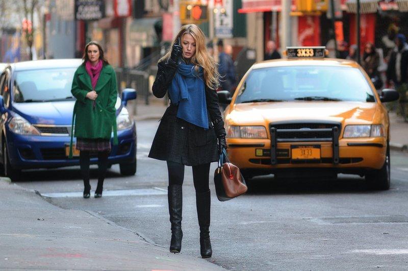 Hat ihre Freundschaft noch eine Chance? Blair (Leighton Meester, l.) und Serena (Blake Lively, r.) ... – Bild: Warner Bros. Television Lizenzbild frei