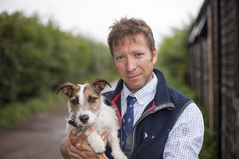 THIRSK, ENG - Julian Norton, The Yorkshire Vet, with his dog. (Photo Credit: Daiseybeck Studios) – Bild: National Geographic People HD