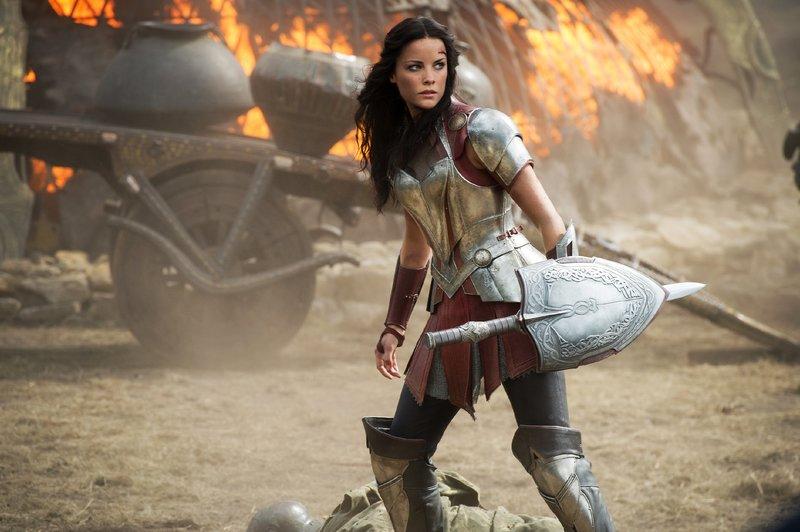 Kriegerin Sif (Jaimie Alexander) gehört zu den tapfersten Kämpfern Asgards. Den Kampf um ihre große Liebe scheint sie jedoch verloren zu haben... – Bild: MG RTL D / © 2016 MARVEL