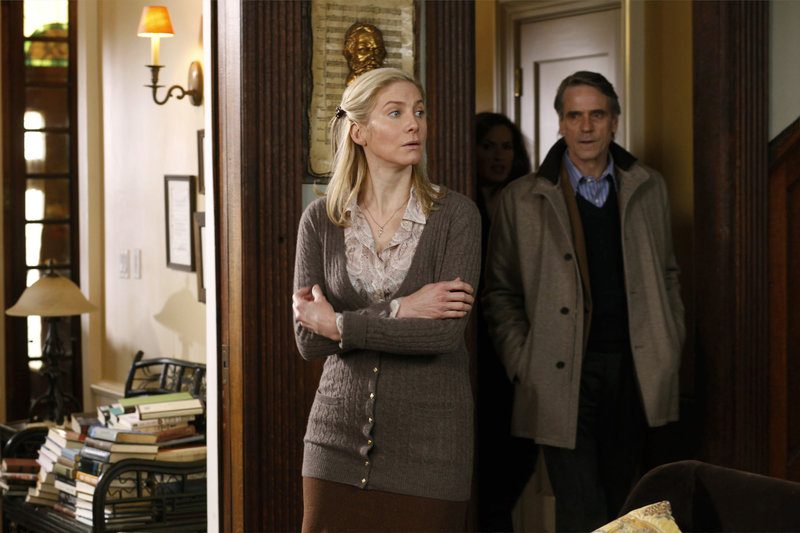 """-- """"Totem"""" Episode 1220 -- Pictured: (l-r) Elizabeth Mitchell as June Frye, Jeremy Irons as Cap Jackson -- Photo by: Will Hart/NBC – Bild: Universal Channel"""