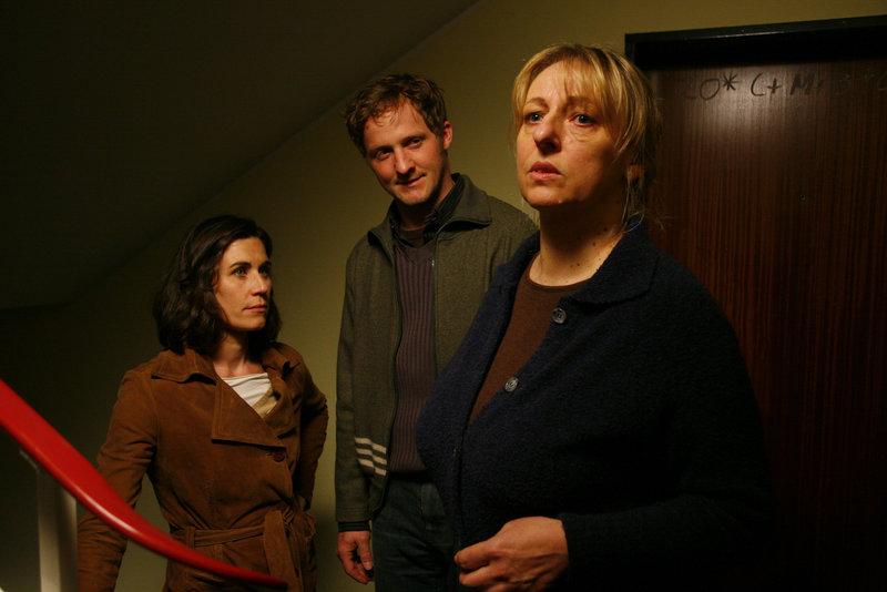 Nina Kunzendorf (Anja Amberger), Maximilian Brückner (Anton Kirmayer), Johanna Bittenbinder (Frau Gallus). – Bild: ORF