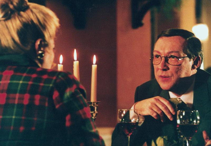 Bild 4 Den Weinliebhaber Antonio (Jaecki Schwarz) faszinieren nicht nur Margrets (Marianne Sägebrecht) Pfunde. – Bild: ZDF und MDR