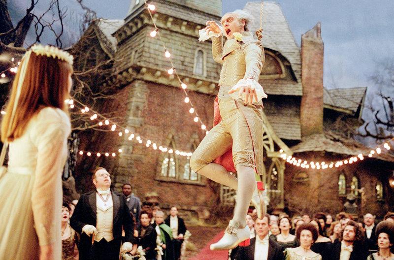 Emily Browning (Violet Baudelaire), Jim Carrey (Graf Olaf). – Bild: ORF