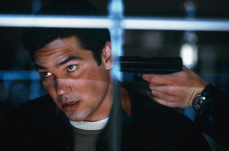 Simon Tate (Dean Cain) enthüllt eine Verschwörung und bringt sich damit in Lebensgefahr. – Bild: Nitro