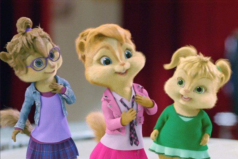 Theodore, Alvin und Simon treffen in der Schule auf eine rivalisierende Mädchenband, die 'Chipettes', die sich in Sachen Musik als schwere Konkurrenz für die Jungs erweisen. – Bild: ATV