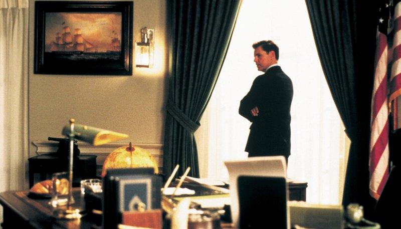 Dem US-Präsident John F. Kennedy (Bruce Greenwood) stehen schwere Zeiten bevor. – Bild: NDR/Degeto