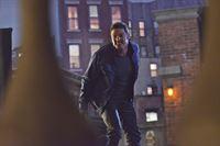 Während Cat mehr über Vincents (Jay Ryan) Mission erfahren möchte, wird sie von ihm auf sein Hausboot entführt ... – © 2013 The CW Network, LLC. All rights reserved. Lizenzbild frei