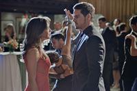 Kommen sich Vincent (Jay Ryan, r.) und Catherine (Kristin Kreuk, l.) wieder näher? – © 2013 The CW Network, LLC. All rights reserved. Lizenzbild frei