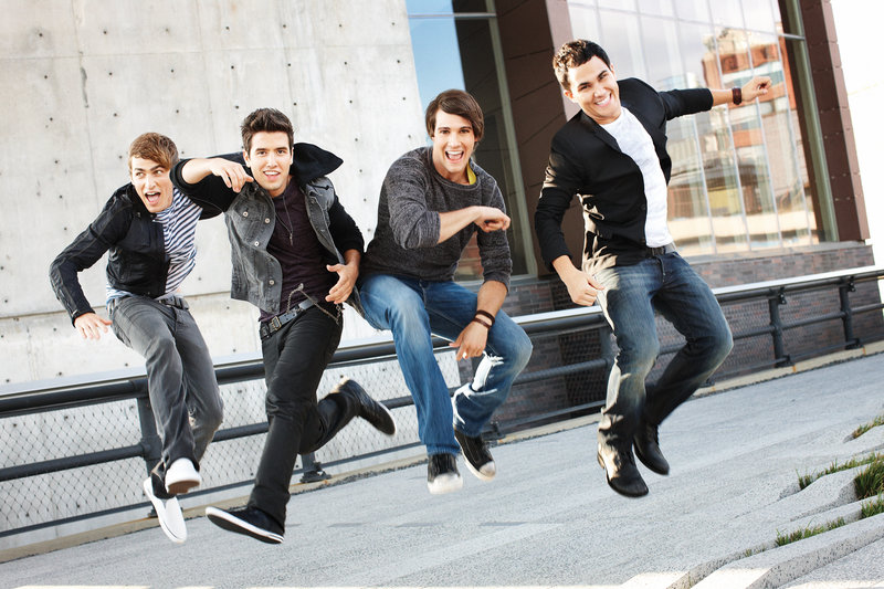 Kendall (Kendall Schmidt), Logan (Logan Henderson), James (James Maslow), Carlos (Carlos Pena). – Bild: 2012 VIACOM, INTERNATIONAL INC. ALL RIGHTS RESERVED.
