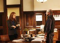 Brennan (Emily Deschanel) und Booth suchen Amandas Vater, Leon Watters (Richard Schiff), auf und konfrontieren den Universitätsprofessor mit dem Vorwurf, seine Tochter misshandelt und später getötet zu haben. – © RTL