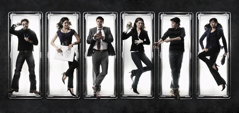 BONES: Pictured L-R: TJ Thyne, Michaela Conlin, David Boreanaz, Emily Deschanel, Eric Millegan and Tamara Taylor in the second season of BONES premiering Wednesday, Aug. 30 (8:00-9:00 PM ET/PT) on FOX. c2006 Fox Broadcasting Co. Cr: Art Streiber/FOXEE – Bild: 4+