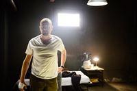 Walter (Bryan Cranston) sieht nur noch einen letzten Ausweg, um sich und seine verbliebenen Millionen in Sicherheit zu bringen. Nachdem seine Familie sich gegen ihn gewandt hat, entscheidet sich Walter für ein Leben im Exil. – © RTL Nitro