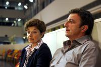 Martin (Hans Sigl, r.) und Lisbeth (Monika Baumgartner, l.) machen sich große Sorgen um Lena. – Bild: ZDF und Thomas R. Schumann