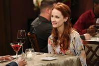 Ahnt nicht, dass sie nicht das einzige Date von Raj ist: Emily (Laura Spencer) ... – © Warner Brothers Lizenzbild frei