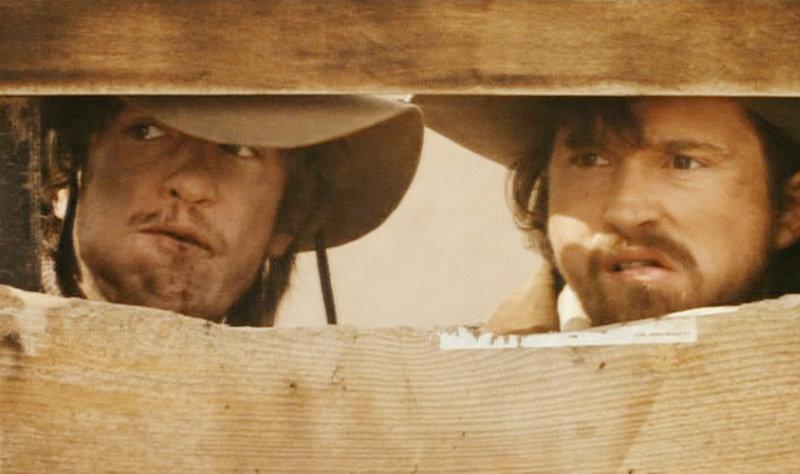 Auch Charley (Casey Siemaszko) und Dirty Steve (Dermot Mulroney, l.) gehören zu Tunstalls Leuten. – Bild: ZDF und Tele 5