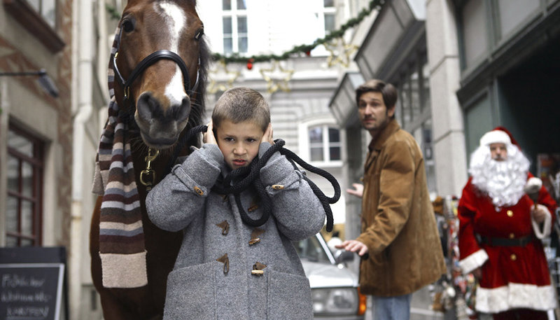 Mika (Enzo Gaier, li.) und Sascha (Andreas Kiendl, re.) – Bild: MDR/NDR/MINI Film/Petro Domenigg