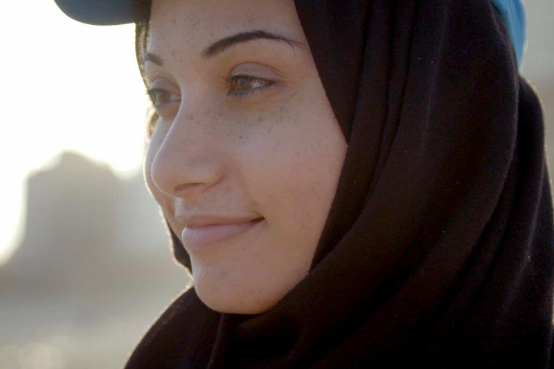 Sabah wird bald in Gaza ihre letzte Welle reiten. Denn sie soll heiraten. Dann entscheidet der Ehemann über sie. – Bild: arte