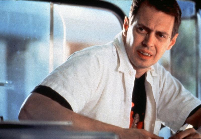 """Die abgetakelte """"Trees Lounge""""-Kneipe ist Tommys (Steve Buscemi) Heimat. Hier betrinkt er sich regelmäßig, versucht Mädchen abzuschleppen und sinniert über das Leben, bis er rausgeworfen wird ... – Bild: 1996 Live Film and Mediaworks Inc. All Rights Reserved. Lizenzbild frei"""
