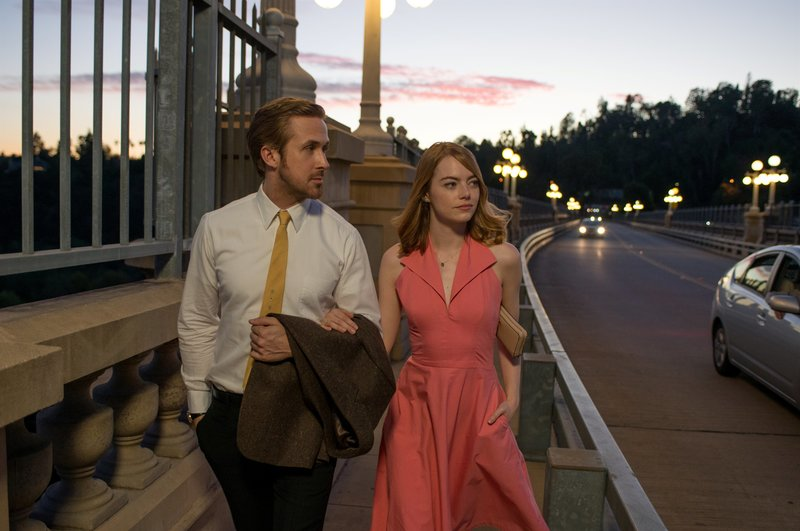 Sebastian (Ryan Gosling, l.); Mia (Emma Stone, r.) – Bild: 2017 Studiocanal GmbH/Dale Robinette