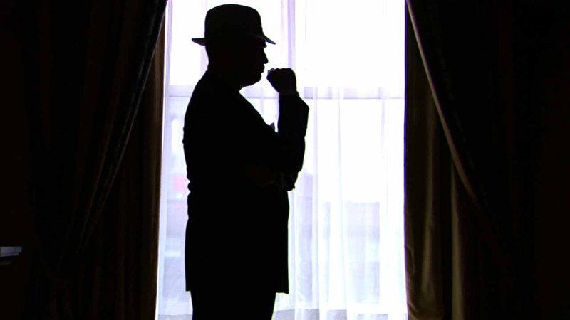 Nachgespielte Szene: J. Edgar Hoover in seinem Büro. – Bild: ZDFinfo