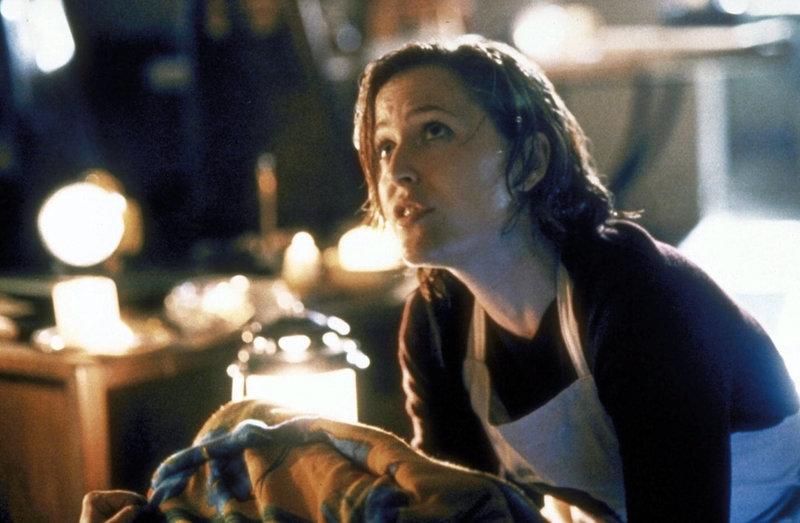 Scully (Gillian Anderson) gerät während eines Hurrikans in Lebensgefahr. – Bild: TM + © 2000 Twentieth Century Fox Film Corporation. All Rights Reserved. Lizenzbild frei
