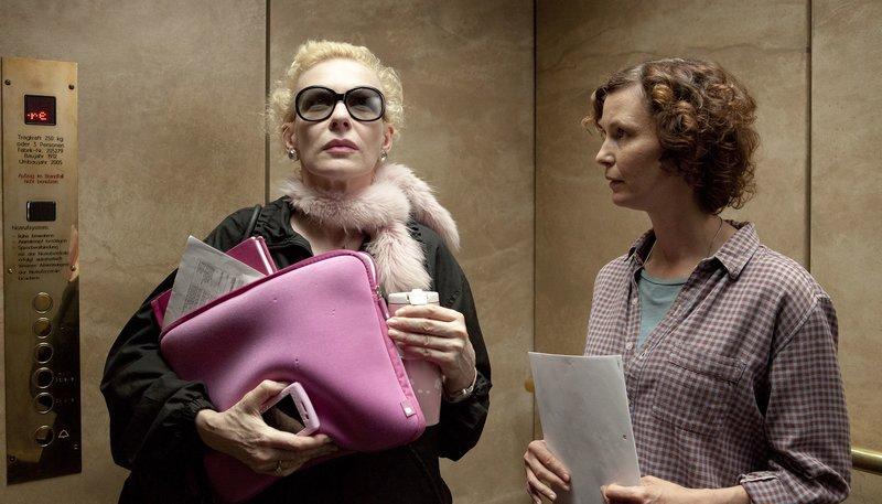 Amine von Kirsch (Sunnyi Melles) und die Regisseurin in dem Film (Mira Partecke). – Bild: WDR/COIN FILM/Heike Fischer