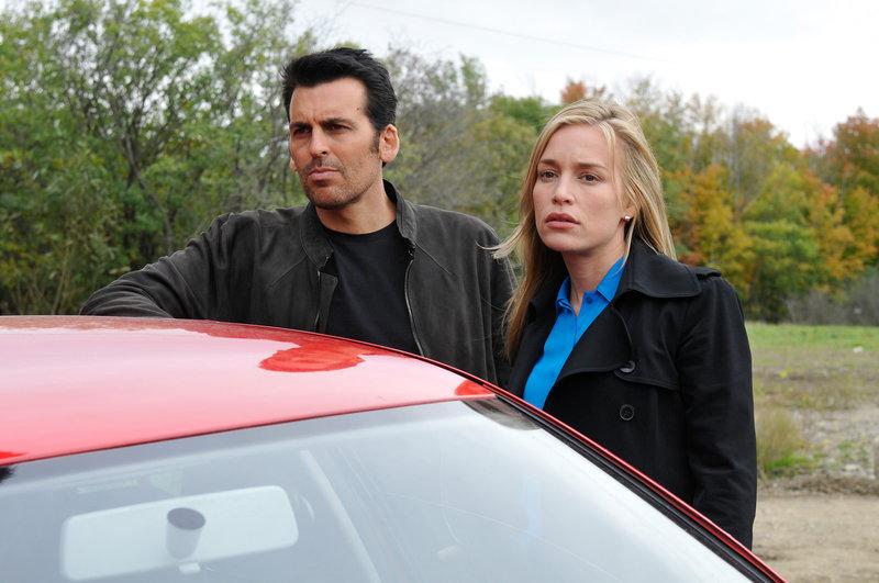Oded Fehr (Eyal Lavin), Piper Perabo (Annie Walker). – Bild: ORF eins