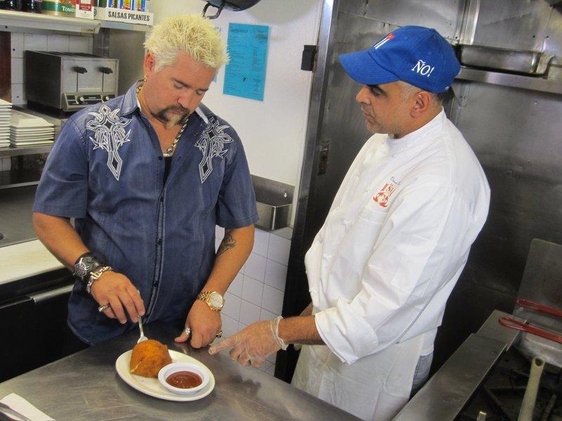Guy Fieri (l.) – Bild: 2012, Television Food Network, G.P. All Rights Reserved. Lizenzbild frei