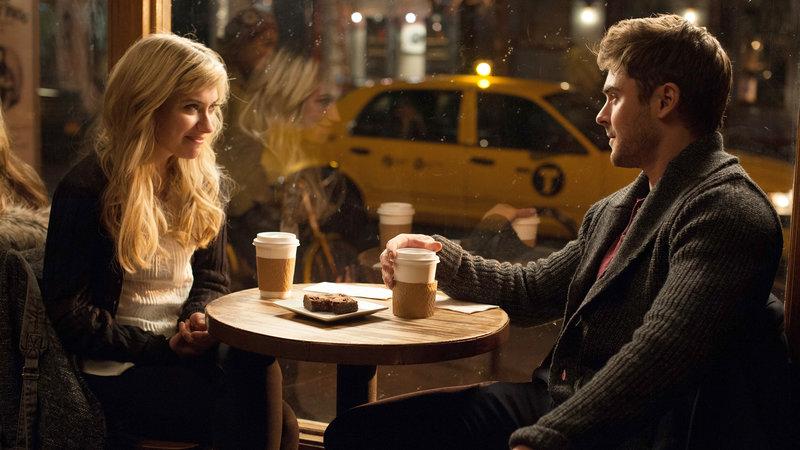 Ellie (Imogen Poots) und Jason (Zac Efron) lernen sich näher kennen – Bild: RTL II