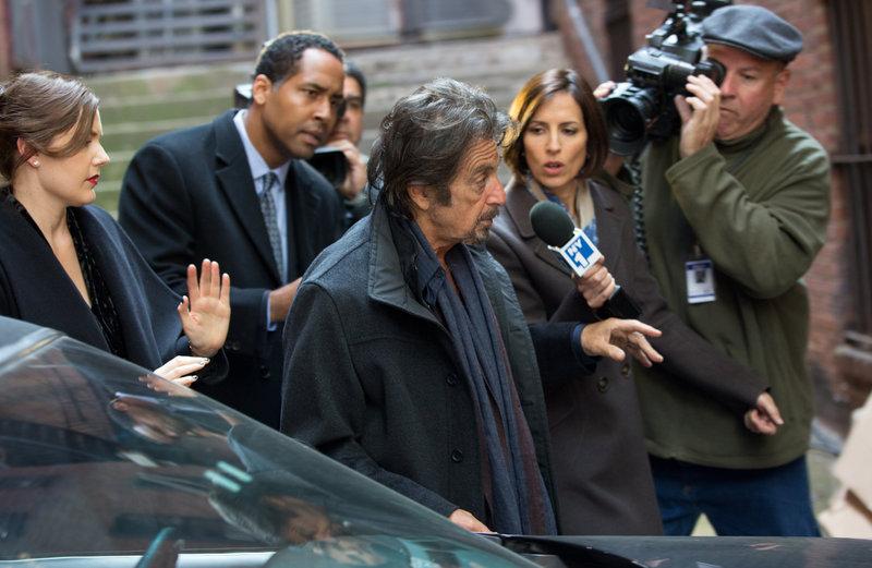 In the middle: Simon Axler (Al Pacino). – Bild: Wild Bunch