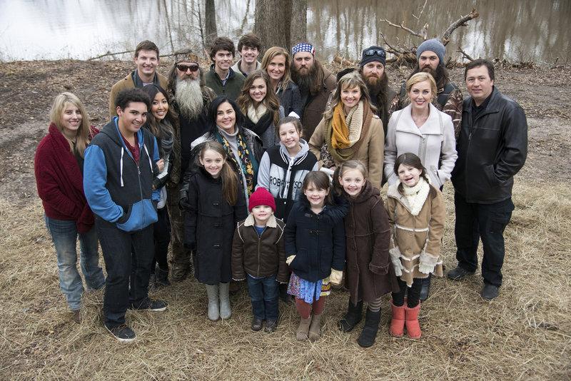 Die Robertsons organisieren ein Familientreffen, um Mia gebührend zu verabschieden und ihr für die OP alles Gute zu wünschen. – Bild: ProSieben MAXX