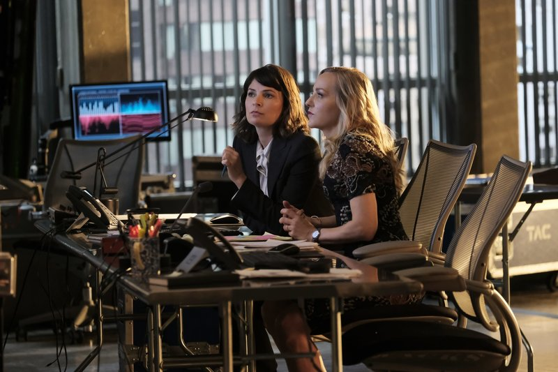 Pictured L-R: Taylor Rentzel (MacKenzie Meehan) and Marissa Morgan (Geneva Carr) – Bild: 13th Street
