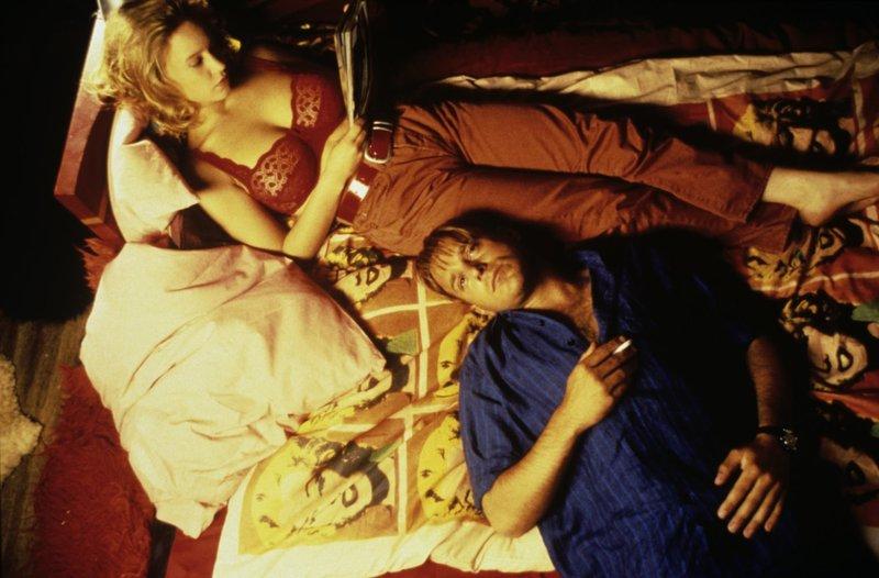 Fünf Menschen in einem verschneiten Bergdorf, deren Lebensläufe sich schicksalhaft miteinander verknüpfen - Tom Tykwer entwickelt daraus ein komplexes Melodram. – Bild: Kineos Lizenzbild frei