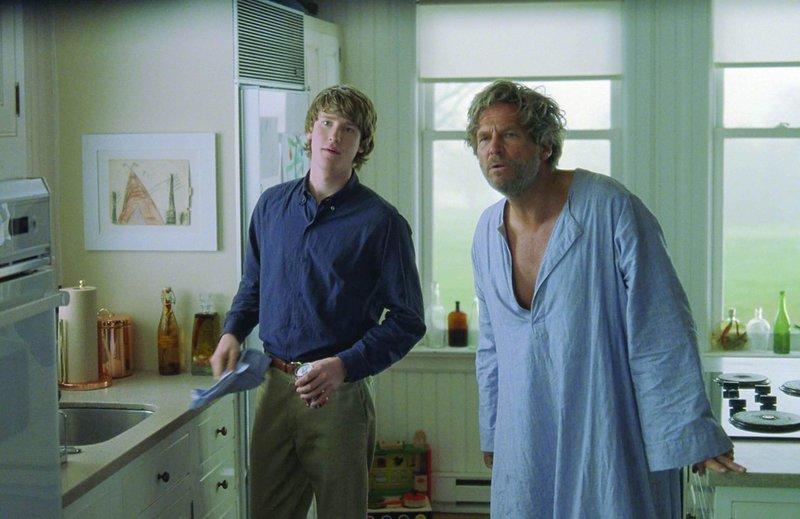 Jon Foster as Eddie O´Hare and Jeff Bridges as Ted Cole – Bild: Servus TV