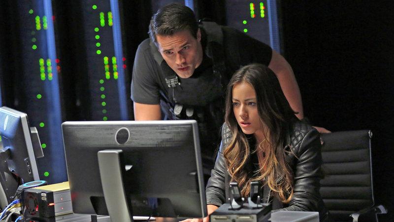 Agent Ward (Brett Dalton) und Skye (Chloe Bennet) – Bild: RTL II