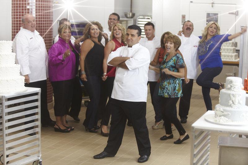 Buddy Valastro and family having fun in the kitchen. – Bild: TLC