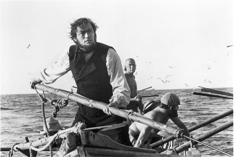 Ein Getriebener, der die Abrechnung sucht: Kapitän Ahab (Gregory Peck) macht Jagd auf den weißen Wal, fanatisch und ohne Rücksicht auf seine Mannschaft. – Bild: ZDF und George Higgins