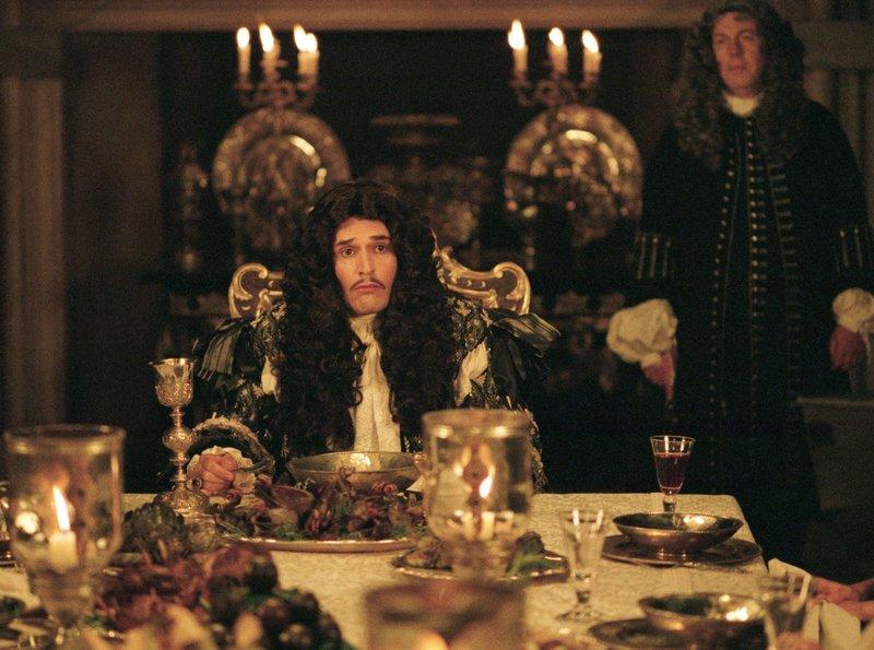 König Charles II (Rupbert Everett) ist ein blaierter Snob. – Bild: ARD Degeto