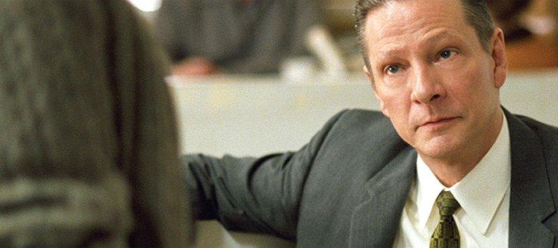 Alvin Dewey (Chris Cooper) vom FBI in Kansas leitet die Ermittlungen. – Bild: ATV II