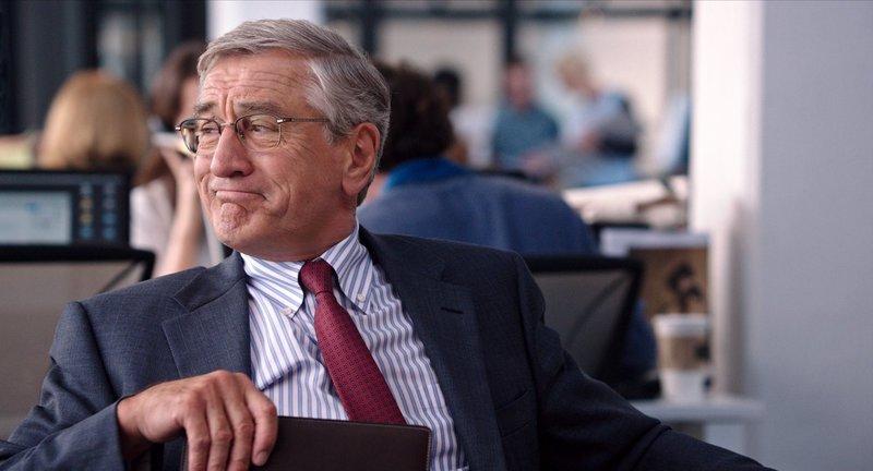 Obwohl sich der 70-jährige Ben Whittaker (Robert De Niro) seinen Ruhestand eigentlich leisten könnte, hat er keine Lust auf das Nichtstun ... – Bild: Warner Brothers Lizenzbild frei