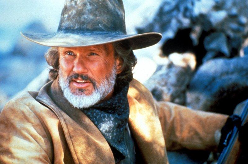 Der alternde Trapper Noble Adams (Kris Kristofferson), der sich noch einmal in den Sattel schwingt, um einen Mord zu sühnen, erhält dabei unversehens von seinem abtrünnigen Sohn Unterstützung. – Bild: TMG