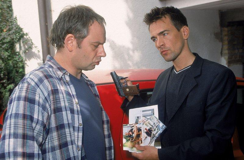 Grabsteine (Staffel 10, Folge 5) – Bild: MG RTL D / Rolf Baumgartne